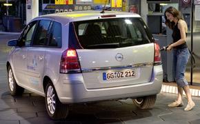 Nach dem Betanken kann bei einigen CNG-Modellen von Opel Gas aus dem Tank entweichen. (Foto: Opel)