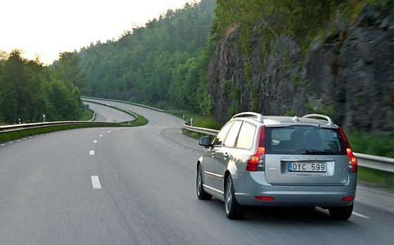 Rückruf: Beim Volvo V50 und S40 muss die verchromte Endrohrblenden am Auspuff zusätzlich verschweißt werden. (Foto: Volvo)