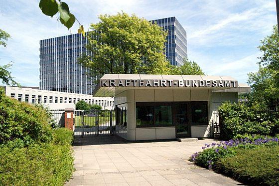 Das Kraftfahrt-Bundesamt in Flensburg ist die nationale Produktsicherheitsbehörde für den Straßenfahrzeugbereich. Neben dem Punkteregister, für das der Standort Flensburg besonders bekannt ist, werden dort auch Rückrufaktionen angeordnet und überwacht. (Foto: KBA)