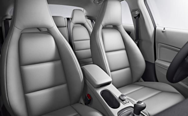 Bei 193 Fahrzeugen der CLA- und B-Klasse wird das Drehmoment der Gurtverschraubung korrigiert. (Foto: Daimler)