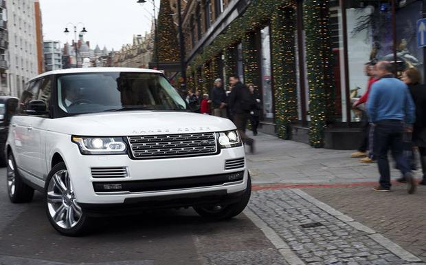 Rückruf: Bei einigen Range Rover könnte der vordere Blinker ausfallen ohne dass der Fahrer dies mitbekommt. (Foto: Range Rover)