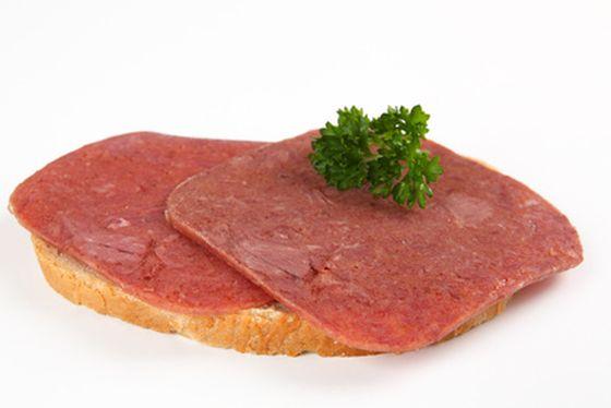 Deutsches Corned Beef kann mit Anthrax-Erregern befallen sein. Mit Könecke und Redlefsen sind zwei Marken des Herstellers zur Mühlen Gruppe aus Böklund sind betroffen.