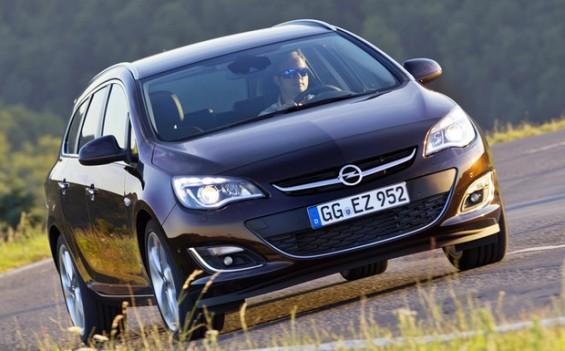 Rückruf: Bei 60.000 Opel Astra kann die Batterieabdeckung den Kühlerlüfter blockieren. (Foto: Opel)