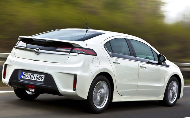 9.700 Opel Ampera erhalten in Europa ein Update der Steuerungssoftware für den Range Extender. (Foto: Opel)