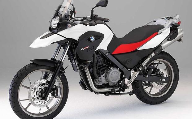 Die BMW G 650 GS kann bei geschlossenem Gasgriff und gezogener Kupplung ausgehen. (Foto: BMW)