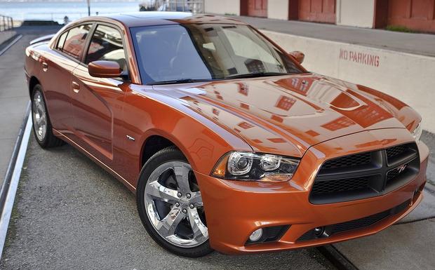 Wieder einmal Dodge: Dodge Charger (Bild) und RAM benötigen eine neue Software.