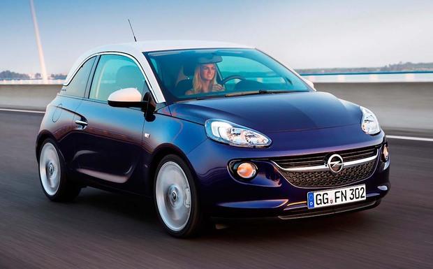 Das KBA warnt vor einem Ersatzteil, das im Opel Corsa und Adam montiert wurde. Bei einigen Modellen muss die Lenkzwischenwelle ausgetauscht werden, da sie brechen und zu einem Ausfall der Lenkung führen kann. (Foto: Opel)