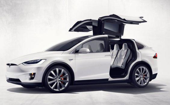 Der in den USA frisch gestartete Tesla Model X muss in die Werkstatt. (Foto: Tesla)