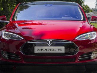 Tesla ruft wegen eines möglichen Defekts der Standbremse weltweit rund 53.000 Wagen zurück. (Foto: Marco Destefanis / Pacific Press)