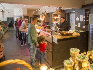 Im Hofladen von St. Ottilien werden viele selbst hergestellte Produkte verkauft, darunter auch der Schnittkäse, den die Benediktiner nun zurückrufen müssen. (Foto: Sankt Ottilien)