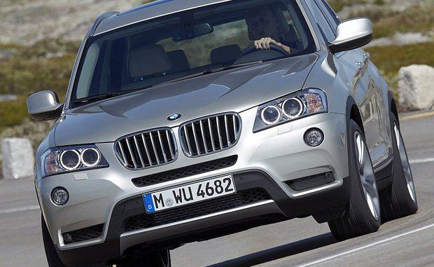 Beim BMW X3 kann ein Fehler im Gasgenerator des Fahrerairbags zu unkontrollierter Entfaltung führen.